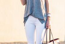 calca branca blusa cinza e tenis