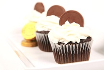 Cupcakes with Palmer Candy / Add a special touch to your favorite cupcake recipes by adding a Palmer chocolate to the top of your cupcakes! Instantly transform your homemade baked goods into gorgeous works of art!