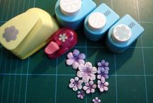 Craft Flower Tutorials / How to video's and websites on how to make craft flowers.