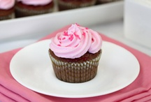 Frosting Recipes, Tips & Ideas / by Nicole Banuelos