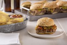 Big Game Sliders / Share your delicious go-to #slider recipes for the big game! #LittleBunsBigWin #RespectTheBun