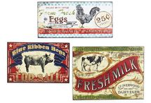 Farmhouse / Collection of farm mesh decor, country, farm style decorations.
