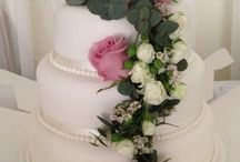 Liverpool Wedding Cakes & Flowers / Flowers on your Wedding Cake makes it so much more special!