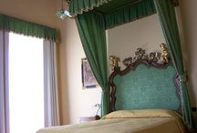 Room 1 - Suite / Vintage room with antique furniture and original poster bed.