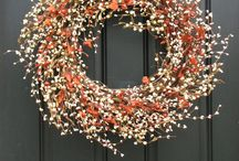 Fall flowers and deco ideas / A collection of our favorite fall flowers and decoration tips.