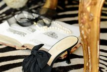 Black! Seductive shoes.To wear with your LBD. Femmes fatales always know ... / Black shoes and bags