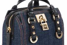 Dsquared / Benvenuti...in questo spazio potrete trovare tutte le nostre migliori borse DSQUARED acquistabili direttamente on-line sul sito www.abzan.com a prezzi scontati fino al 70%!
