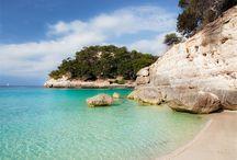 Menorca / Ideal para disfrutar de unas vacaciones tranquilas y relajadas, practicando deportes náuticos, nadando en la playa bajo el sol de Menorca o en la gran piscina al aire libre del hotel, degustando la gastronomía de la zona o descubriendo los rincones mágicos de la isla.