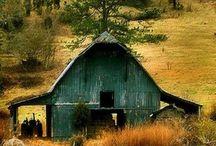 alte Scheunen und Häuser