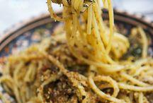 """Percorsi del gusto / Assaporerete la Sicilia attraverso i suoi ingredienti, scoprendo i grani antichi, l'olio, i formaggi, il pesce fresco delle coste. Ma anche tramite l'arte dei maestri pasticceri, col cioccolato modicano e l'uso delle spezie e degli altri ingredienti biologici. Noi crediamo che per gustare a pieno un territorio bisogna conoscere la sua cucina, per questo FairSud propone gli """"itinerari del gusto"""". http://www.fairsud.org/percorsi_del_gusto/"""
