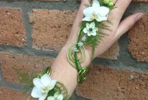 Benken Pinterest ideas for flowers to wear / Flowers to wear ideas like corsages, boutonnières, head pieces and others.