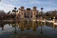 Sevilla / Sevilla es una ciudad sumamente bella, ubicada junto al río Guadalquivir. Numerosos monumentos de todas las épocas reflejan siglos de esplendor y la influencia de diversas culturas.