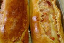Pão recheado de queijo e presunto