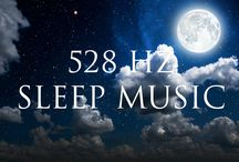 Videoes: Sleep Music / 8 hour videoes of Relaxing and calming sleep music mixed with binaural beats and solfeggio frequencies.