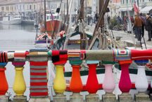 Arts and Crafts / The 'Bridge Garibaldi' in Cesenatico, a little sea town on the Italian Adriatic Coast covered by coloured knitting!!   It took 40 kg of wool thread and 70 women from 'Centro Donna' to create the amazing 'The Sea of Wool'!