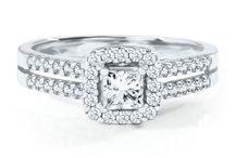 Engagement Rings / From classic engagement rings and vintage engagement rings to modern engagements rings and halo engagement rings, all the engagement ring inspiration you need from David's Bridal and Helzberg Diamonds.