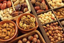 Ο ρόλος των ξηρών καρπών, στην καλή λειτουργία της καρδιάς / Ο ρόλος των ξηρών καρπών, στην καλή λειτουργία της καρδίας. Μια μικρή χούφτα από ανάλατους ξηρούς καρπούς είναι μια ικανοποιητική δόση στο ημερήσιο πρόγραμμα.