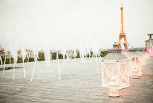Deauville à Paris / Des drapeaux blancs qui volent au vent avenue Montaigne, un esprit Couture qui souffle sur cet univers imaginaire, quelque part entre les courses hippiques des années 30 et les mythiques Planches de Deauville.
