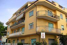PINETO CENTRO / In piccola palazzina a pochi passi dai principali servizi, trilocale al piano primo  composto da soggiorno con angolo cottura, camera matrimoniale, cameretta, bagno e balconi.