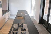 Naadloos ter plekke gestorte Terrazzo Aanrechtbladen / Rosta Roccia is gespecialiseerd in ter plekke gestorte terrazzo en terrazzo-betonnen aanrechtbladen. Maatwerk in topdesign. Ze passen in elke sfeer; modern, landelijk of klassiek. Het is onze passie jouw droom vorm te geven.