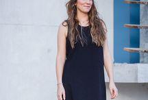 Robe - Mahonia / Cette robe, aux apparences sage et classique par sa coupe droite, sublimera toutes les morphologies. Elle dévoilera votre féminité grâce à sa découpe graphique dans le dos, révélant ainsi votre cambrure, et habillera votre silhouette d'une ligne sensuelle, estivale et glamour.