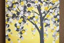 arbre jaune et gris