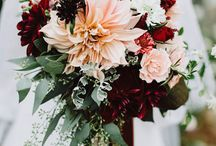 """Autumn Wedding Flowers / Gathered florals, the latest trend in wedding bouquets has us """"falling"""" in love. Autumn colors are the perfect way to achieve this stunning look. Keep reading for a few of our favorite fall wedding flower inspiration photos."""