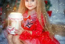 LITTLE GIRLS VERY PRETTY CHRISTMAS.