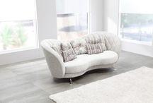 Sofa Modelo Josephine Fama / Sofá elegante de diseño avanzado. Sus curvas hacen del sofá que sea especial, tan bonito por delante como por detrás.
