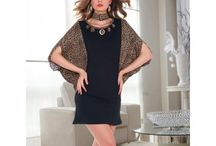 Tunik / Çoğu kadın giyim ve elbiseler söz konusu olduğunda oldukça seçici davranmaktadır. Bayan giyim'in vazgeçilmezlerinden olan Tunikler yine bayanların özel gecelerde ya da özel davetlerde sıkça tercih ettiği kıyafet kategorilerinde yer almaktadır.