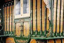 Vardo / Gypsy wagons and their decorations / by Betty Pillsbury