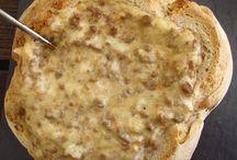 Receitas de Pão | Food From Portugal / Faça o seu próprio pão sem sair de casa naqueles dias de Inverno. Quente com manteiga ou doce, vai adorar.