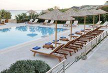 Pool Area | Pool Bar | Costa Rossa Hotel / Costa Rossa Hotel's views from the pool area and pool bar.