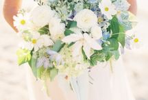 Flowers - messy bouquets / by English Wedding Blog