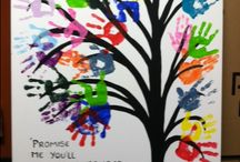 End of year / Painted tree using hand prints