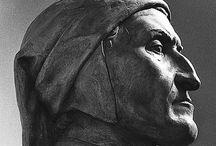 Museo Dantesco - Ravenna / Il Museo Dantesco, nato nel 1921 per iniziativa di Corrado Ricci, è il museo della memoria di Dante Alighieri, luogo dove sono riunite le testimonianze del culto che la città di Ravenna e l'intera comunità nazionale e internazionale hanno tributato nei secoli al poeta, alla sua sepoltura e agli edifici che la circondano. Nel 2012 è stato inaugurato un nuovo percorso museale, che valorizza maggiormente il ruolo che ebbe la città di Ravenna negli ultimi significativi anni di vita del poeta