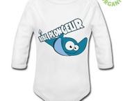 """Bébé plongeur... la boutique / Enfin des vêtements """"plongée"""" pour les Bébés !  C'est bien connu, un bébé, ça fait des bulles ! Comme Papa ? Ou Maman ? Vous aimez certainement montrer que vous êtes plongeur ou plongeuse... Alors vos petits alevins ont aussi droit à leurs vêtements """"plongée"""" !  T-shirts, bodys, bavoirs, Bébé Plongeur mise sur des produits 100% BIO pour le bien-être de vos futurs plongeurs, et le respect de l'environnement."""