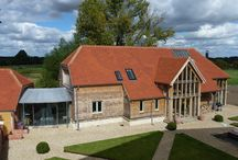Fawler Manor Barn, Oxfordshire / Traditional materials were combined with modern technologies to create a highly insulated and 'airtight 'oak framed construction, utilising air source heat pump technology.