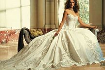 Weddings and Wedding Dresses / by Destiny Flood