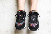 New Balance 580 Aztec Black / Une sneakers avec une identité propre, de l'originalité de part ses couleurs chaudes et son design ethnique. J'adore ce parfait mélange à la fois coloré et subtile avec l'utilisation du noir. Le mélange de matières apporte ce côté qualitatif à la basket. Une explosion de couleur pour en mettre plein la vue !