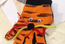 Family Workshop Palm Reading 18.8.15 / Tuesday Tots explored communication when they made finger puppets using gloves.