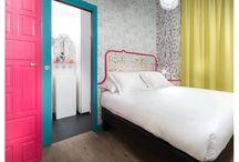 """Hotel Crayon, Paris - Francia / Es el """"Hogar"""" de una artista parisina que te invita a pasar unos días de felicidad con altas dosis de color en cualquiera de sus 27 habitaciones."""