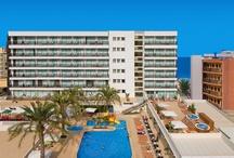 Hotel RH Bayren Parc - Gandía / Hotel moderno de 4 estrellas a 50 metros del paseo marítimo y de la playa de Gandía. Perfecto para disfrutar de unas agradables vacaciones en familia. Dispone de una gran piscina para adultos con hidromasaje y otra para niños con tobogán acuático. / by Hoteles RH