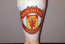 Manchester United football design souvenirs, gift idea / gift idea for football lovers football fans #manchesterunited #bierglass #champagne #wallhanger #doorhanger #keychain #liquorbottle #liquorglass #champagneglass #mug #keychain #footballdesign
