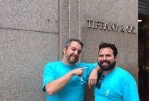 Manuel y David en Nueva York #ClientesTrianaViajes / Hoy nos encontramos en Nueva York gracias a nuestros amigos Manuel Casado y David Picazo, clientes de nuestra oficina de Alcalá de Guadaira. Os dejamos unas simpáticas fotos de su estancia en la ciudad de los rascacielos...¡Muchas gracias por viajar con nuestras camisetas (y)!