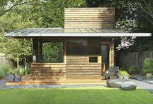 Pequeñas estructuras y Pabellones / Espacios que protegen y tienen alguna función específica dentro del jardín de alguna vivienda o edificio más grande. No son construcciones prefabricadas, sino diseñadas para la ocasión.