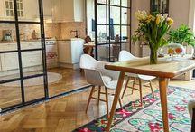 Kitchen / oble rohy, čierno drevená kombinácia, bio odpad zabudovaný v prac doske, ostrov alebo nie? vysuvne ulozne skrine so suplikmi, dobré osvetlenie, obklady tiles- alebo dlažba, nevycnievajuce uchytky, umyvatelny povrch skríň, minimalisticky dizajn