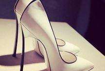 Elegancia sutil en tus  pies
