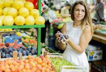 Shop Healthy On A Budget / Shopping healthy on a budget can be done! Get the tips you need here now.
