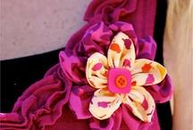 Flower Corsage / Fabric flower tutorials, flower corsage, fabric flower DIY, how to make fabric flowers